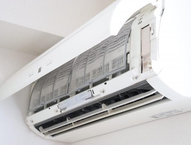 エアコンにゴキブリが浸入した時の対処と対策の方法